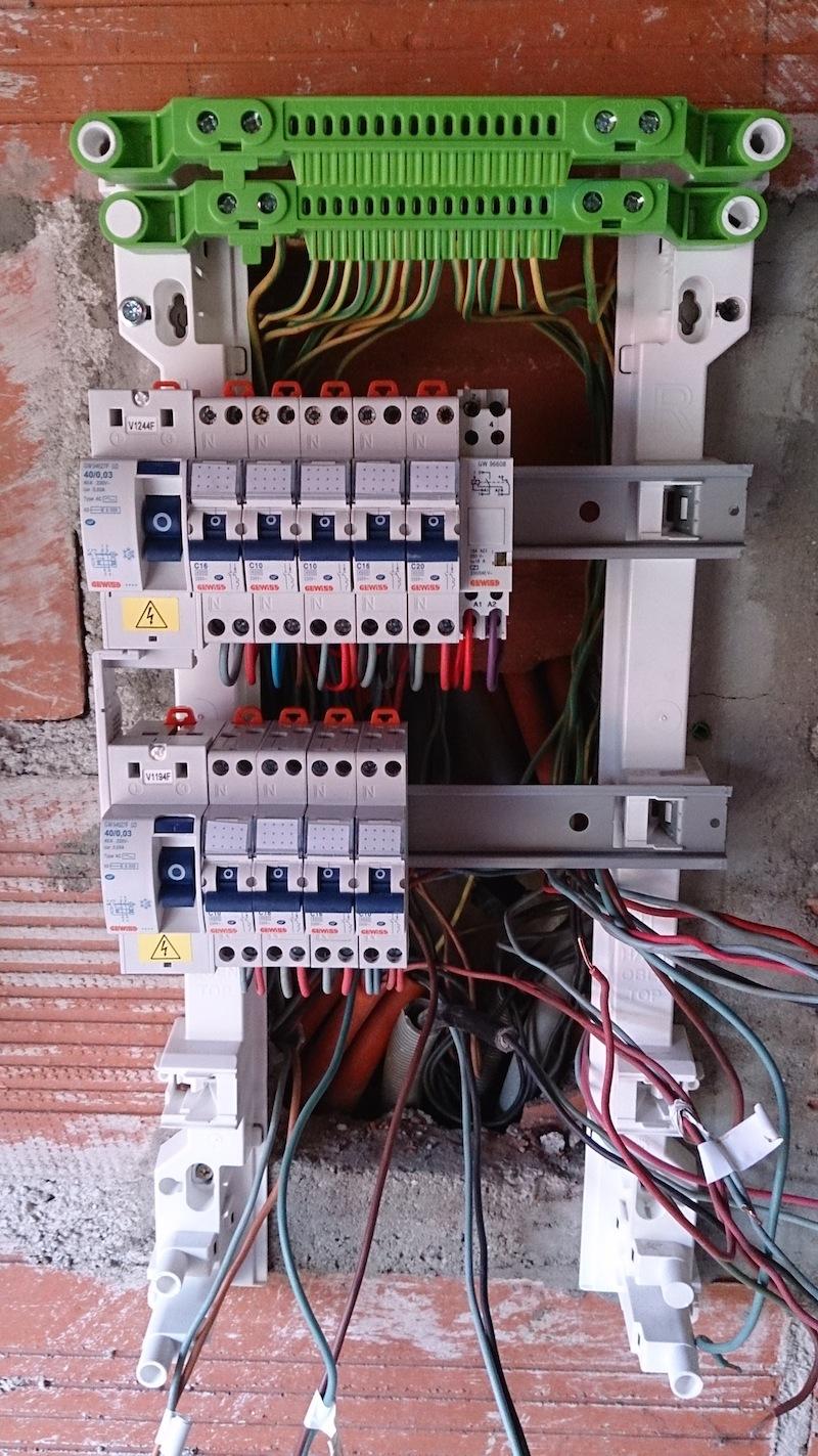 Horloge tableau electrique branchement