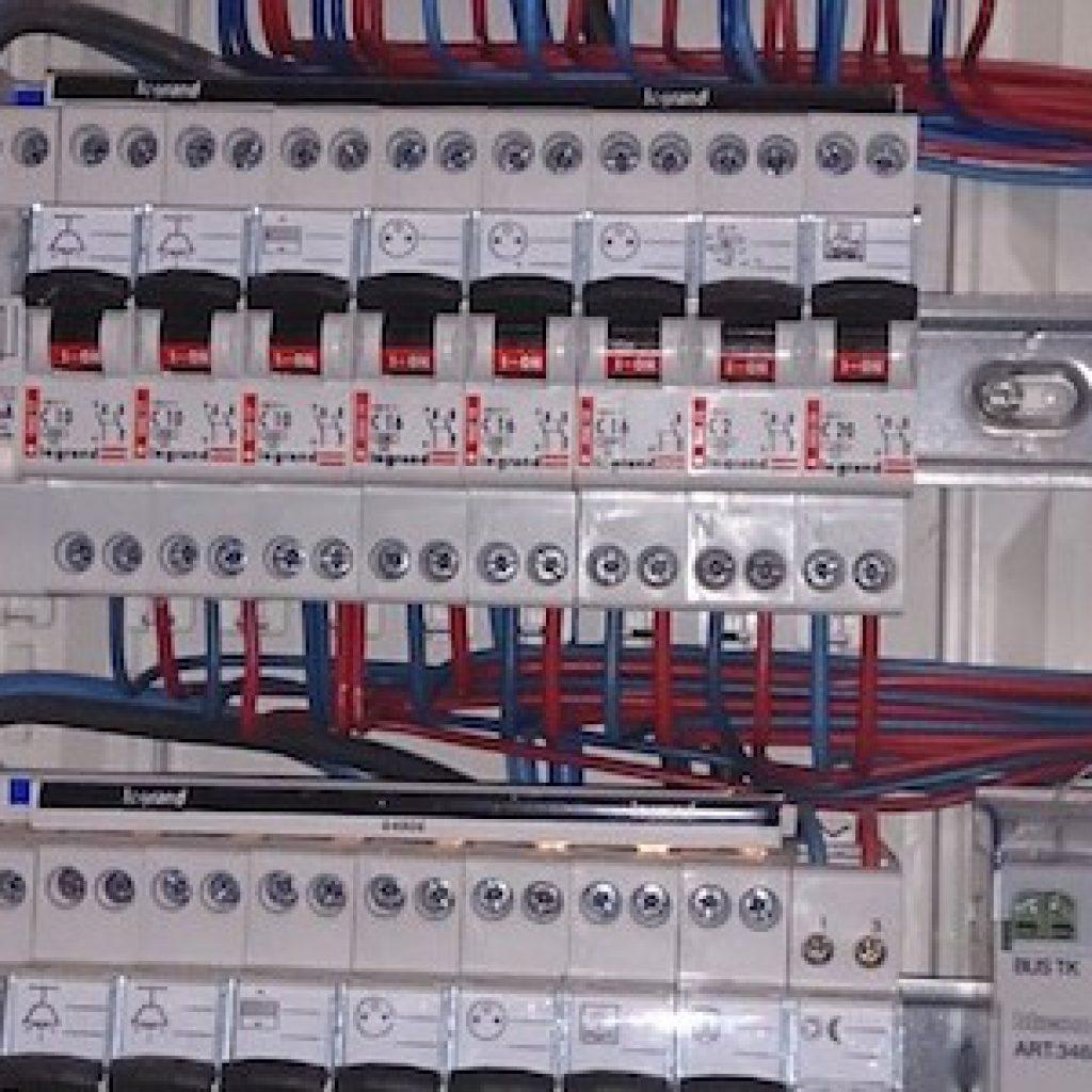 Tableau electrique trois rangees