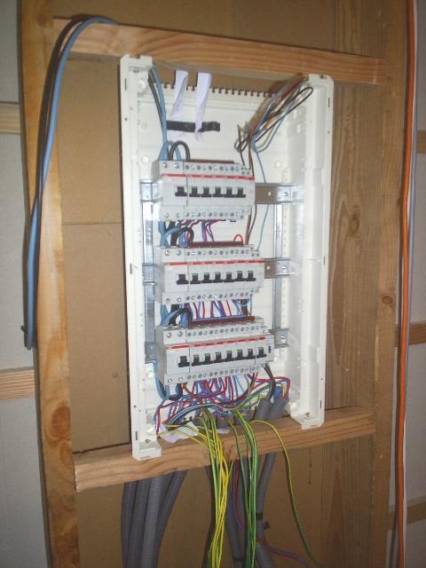 Fixation tableau electrique mur