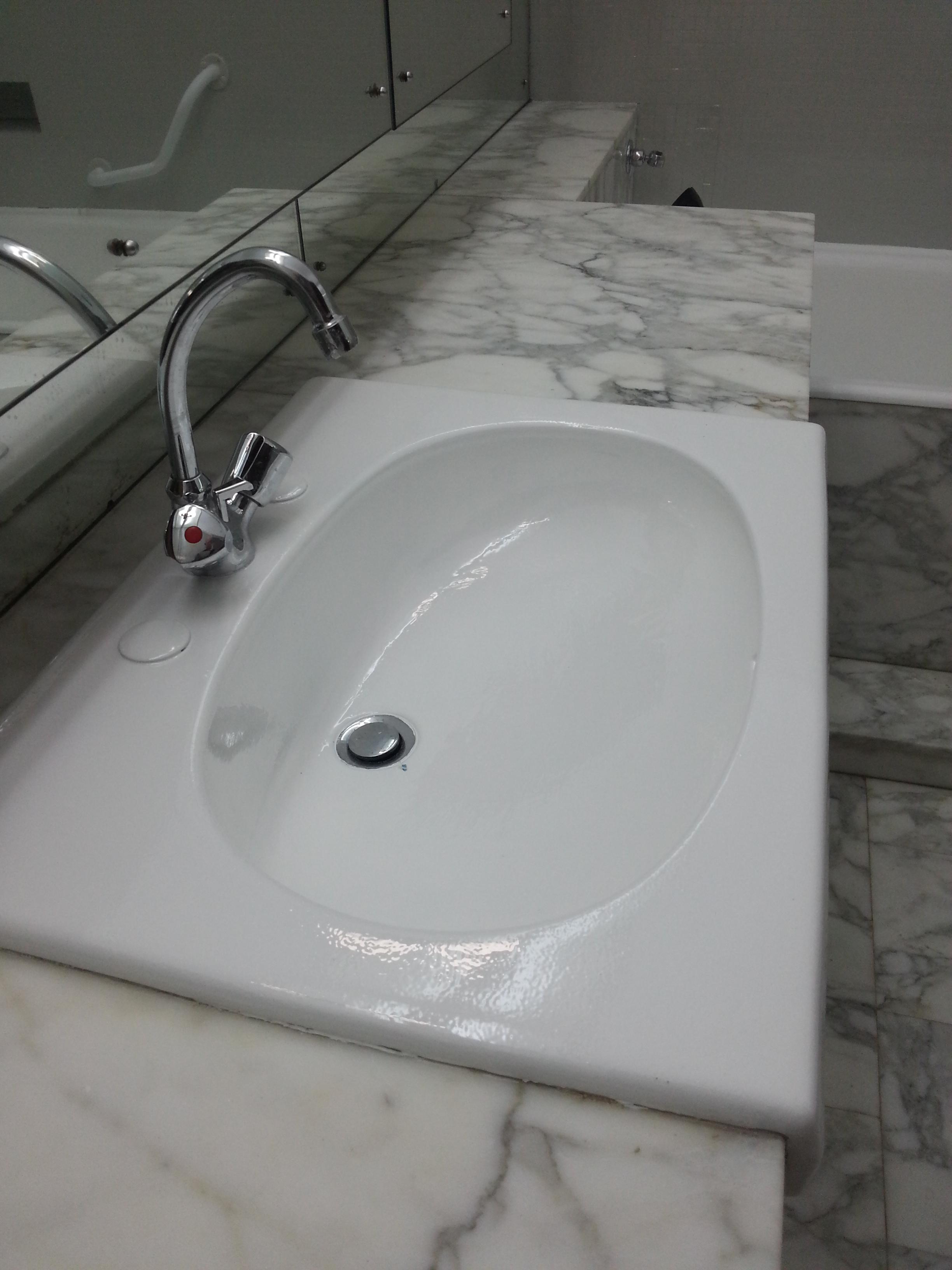 Peinture brillante pour salle de bain