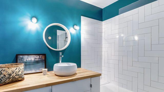 Peinture bleu canard pour la salle de bain