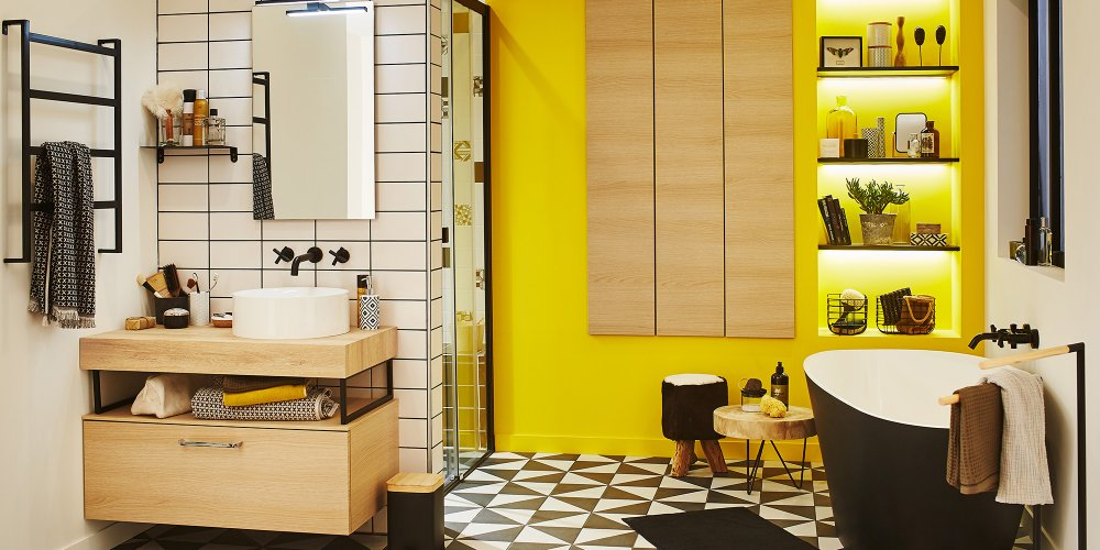 Peinture salle de bain avec carrelage blanc