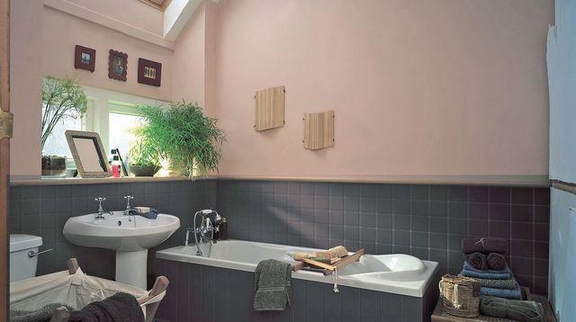 Peinture ou papier peint salle de bain